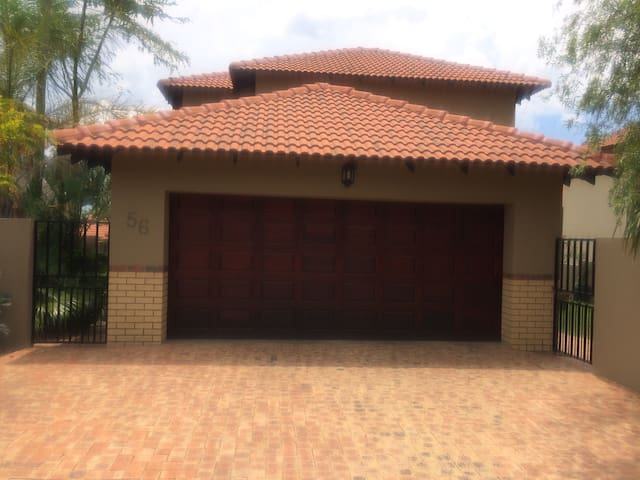 Discreet and peaceful in an estate - Johannesburg  - Dom