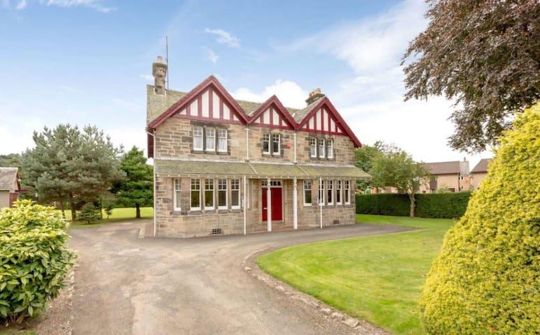 Old Grange Schoolhouse, Bo'ness near Edinburgh - Bo'ness