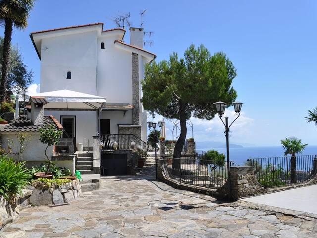 Villa Elisabetta stupenda vista mare con piscina