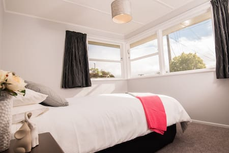Your private and tidy house away from home - Wellington - Talo