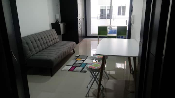 Hermoso y cómodo apartaestudio wifi, t.v cable.