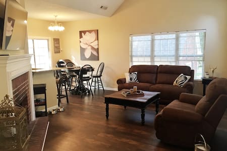 *New* PC home Roommate/kid/pet friendly Walk2Food! - Peachtree City - Hus