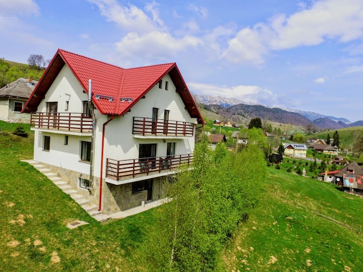 Monte Crai, your Șirnea Home with a View