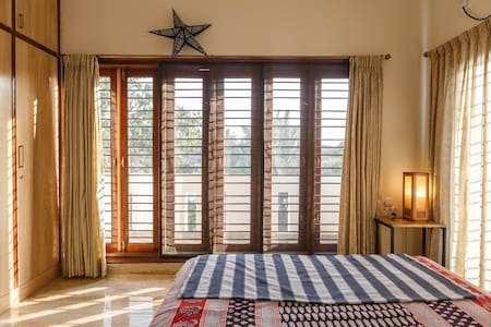Sunshine-filled private space in modern flat - Bengaluru