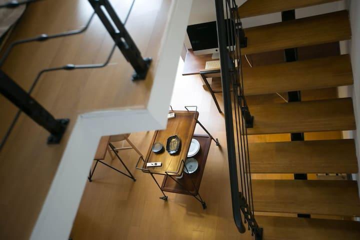 黑白loft复刻 可住4人 网红甜品五星派对酒吧书吧聚集地 近泰华万达银座 近十笏园、富华游乐园