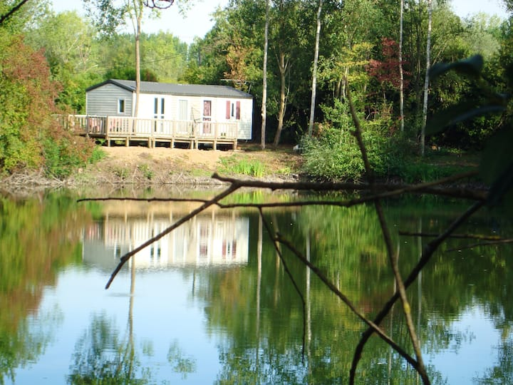 Bungalow with 2 bedrooms in Saint-Hilaire-sous-Romilly, with wonderful lake view, shared pool and enclosed garden