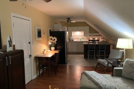 Spotless 1 bed available minutes from Providence