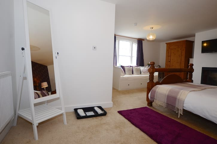 Lovely Huge comfy room with a King Size Bed - Bere Regis
