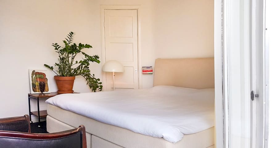 Bright quiet room in the middle of the city!