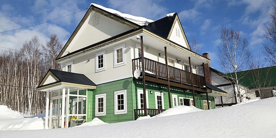 Jam House luxury ski chalet in Hirafu