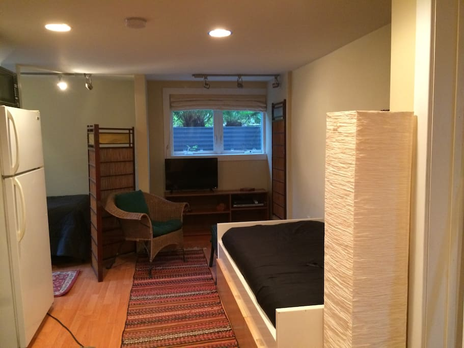 Same view...Japanese screen gives some privacy for the twin bed back in the little nook!