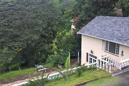 Spacious 4 Bedroom Beautiful House - Kloof - House
