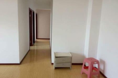 繁华步行街精装修 两室一厅一卫 - Huanggang