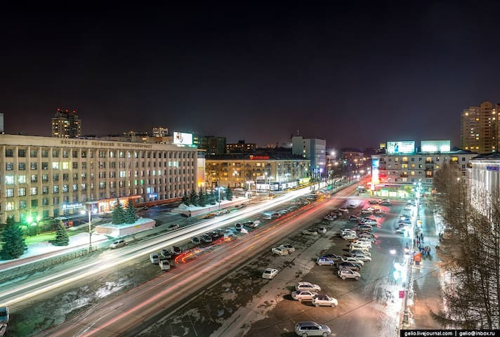 Дом с видом на историческую Октябрьскую площадь