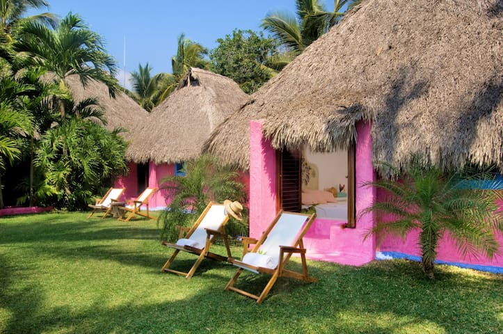 Charming Bungalow in Playa Rosa /1 King size bed