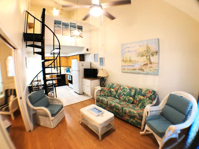 Remodeled Gulf Shores Condo- Private Cove Sleep 7+