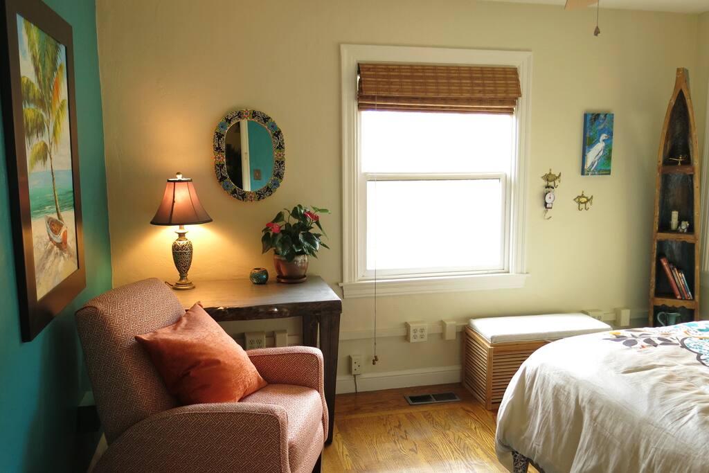 Zen Room- Laptop Friendly Workspace & Reclining Arm    Chair
