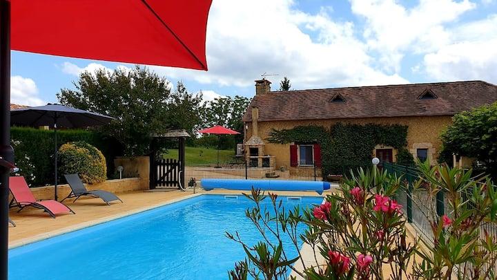 Villa à 10 mn de Sarlat - piscine chauffée - clim