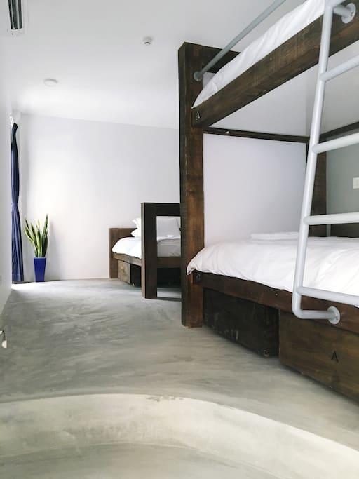 Triple Beds Room