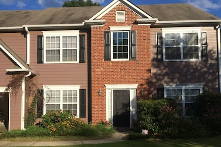 Spacious ATL Home Away from Home - Fairburn