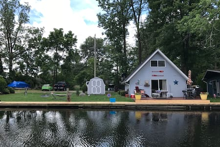 Adorable Gun Lake Cottage