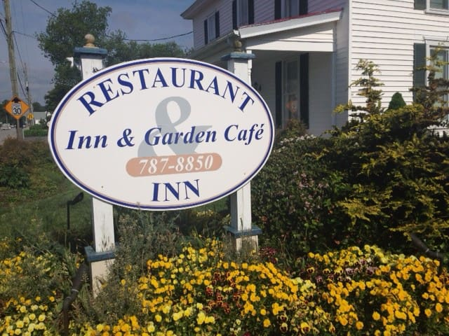 The Inn & Garden Cafe. Our charming 4-room inn - Onancock - Bed & Breakfast