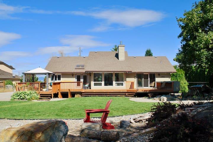 Spacious Okanagan Family Retreat on Wine Trail.