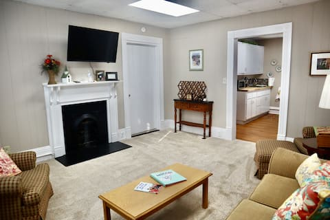 Country Charm / Downtown Convenience 1 BR apt.