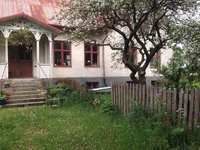 Guffride - Alskog - Hus