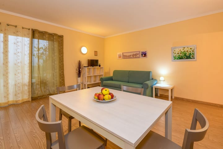 Friendly Apartment Mercedes in Agriturismo Colleincanto with Wi-Fi, Terrace, Garden & Pool; Parking Available