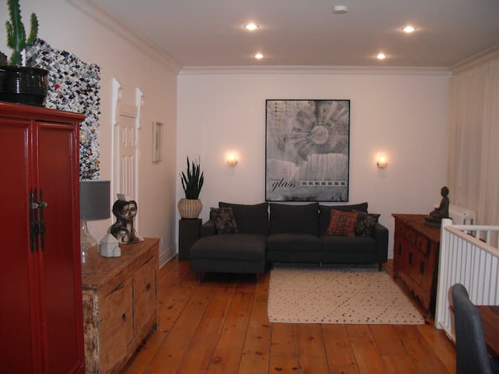 Lovely Arty Apartment in Downtown Toronto's Annex