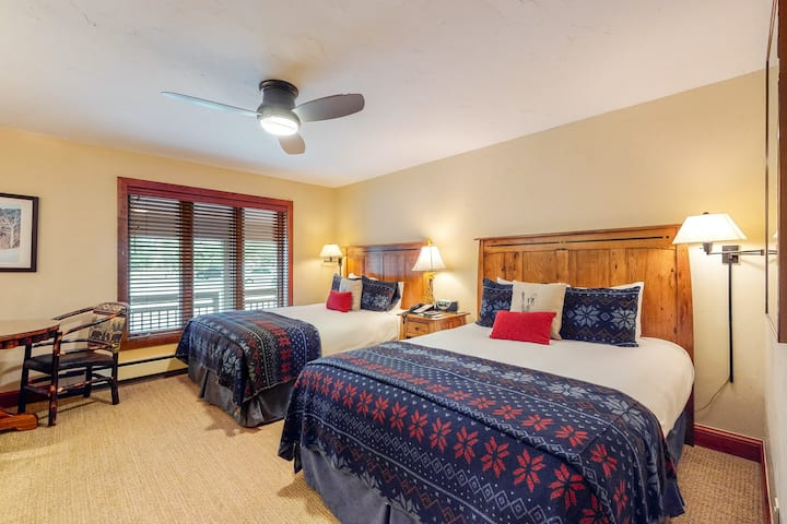Hotel-style, ski-in/out studio with fast WiFi and shared pool, hot tub, laundry!