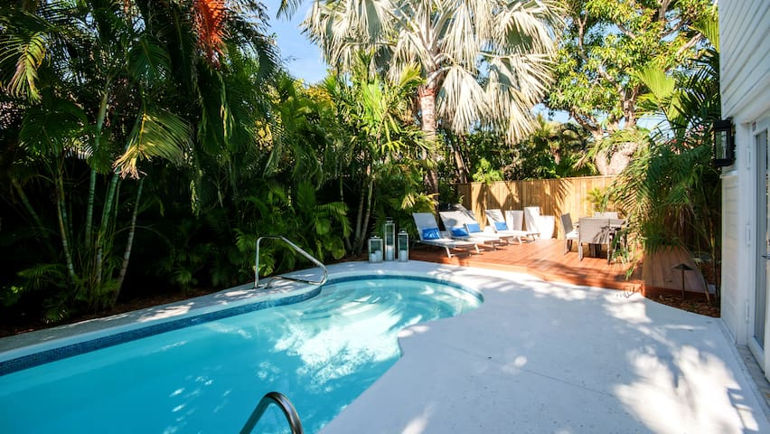 An oasis of calm in mid-town Key West— just a few short blocks to the beach.