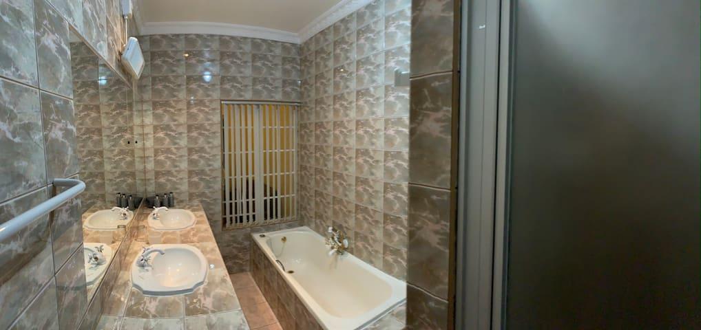 Florentia Geusthouse Room 3