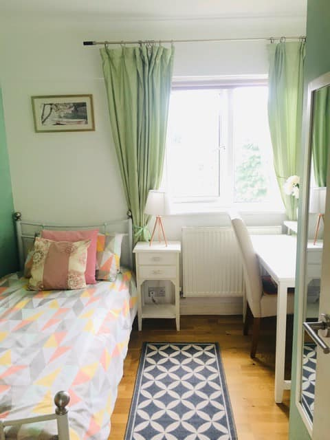 Beautifully furnished single chic bedroom w/view