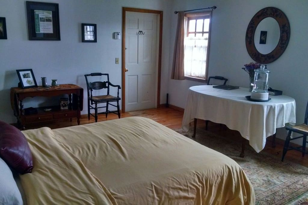 Bright airy large suite with working space or eat in amenities.