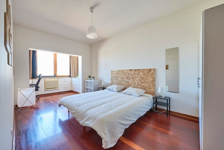 #6 Master Suite Carcavelos beach and NovaSBE