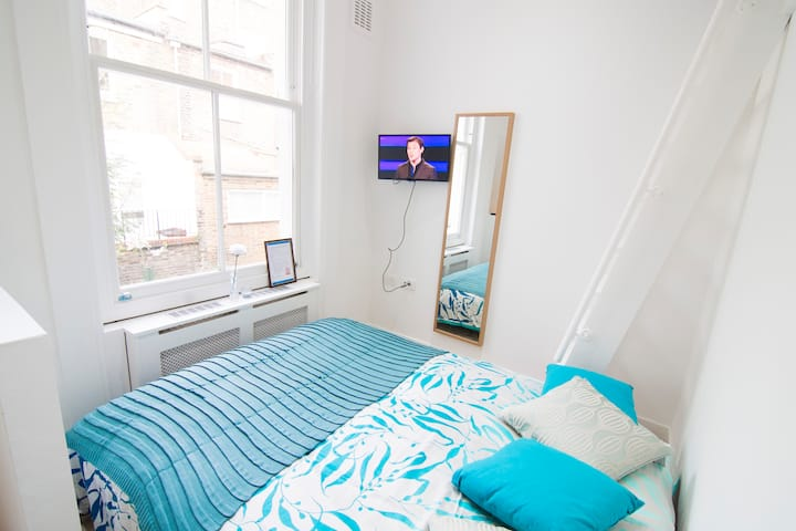 Double studio apartment in West Kensington