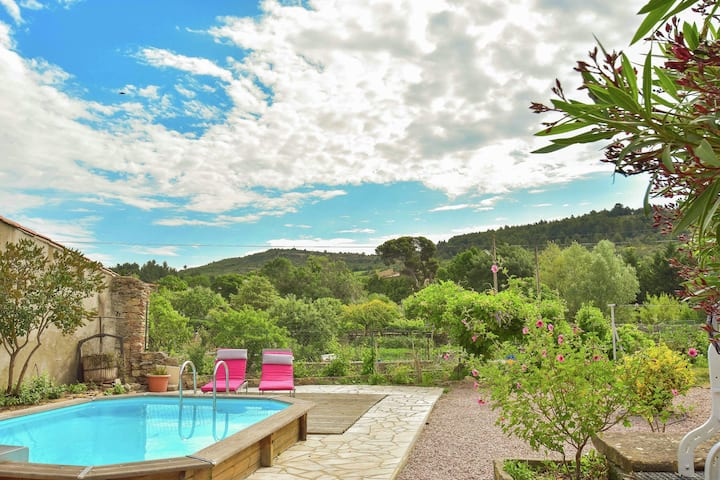 Cozy Holiday Home in Félines-Minervois with Swimming Pool