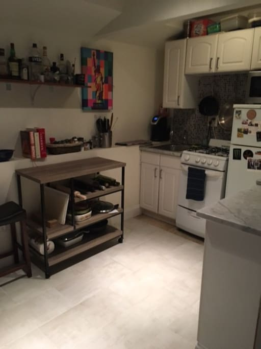 Full kitchen w oven, microwave, calphalon cookware, kitchen island for use.