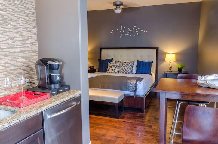 Kasa | Austin | Awesome Studio Apartment