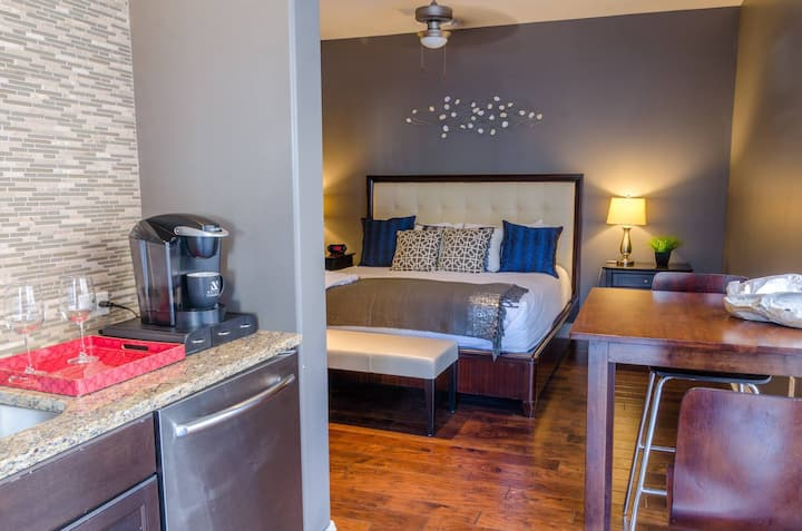 Kasa | Austin | Awesome Studio Apartment