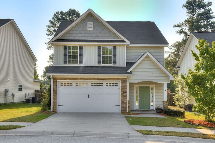 Gorgeous entire home in Brookwood Village.