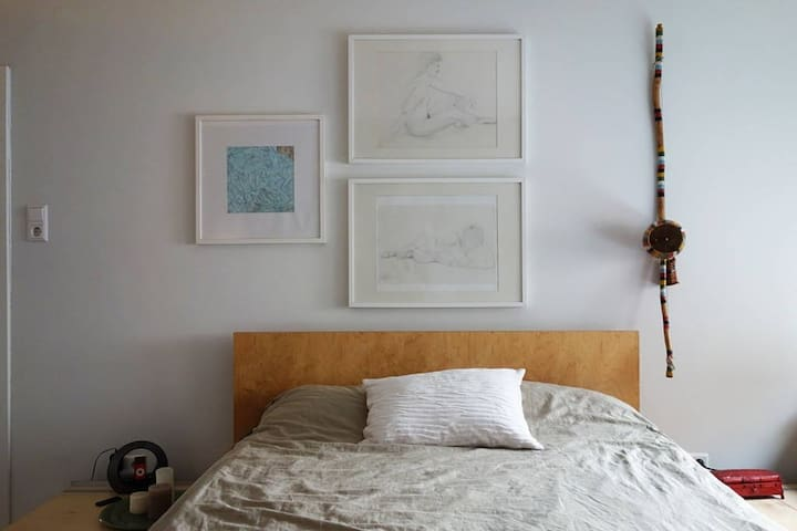 Cosy room in designer apartment in Stuttgart west
