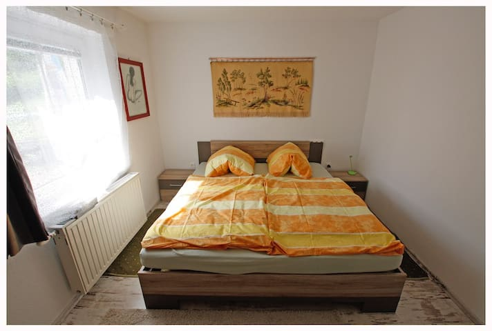 Schlafzimmer 2 Vollwertiges Bett Liegefläche 180x200 cm