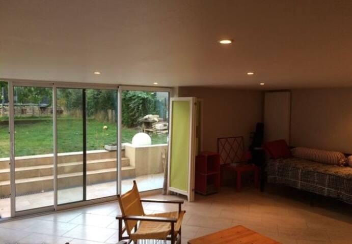 Chambre meublée avec cuisine privative terrasse et jardin