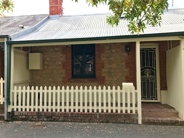 Darling's Cottage - North Adelaide - Apartment