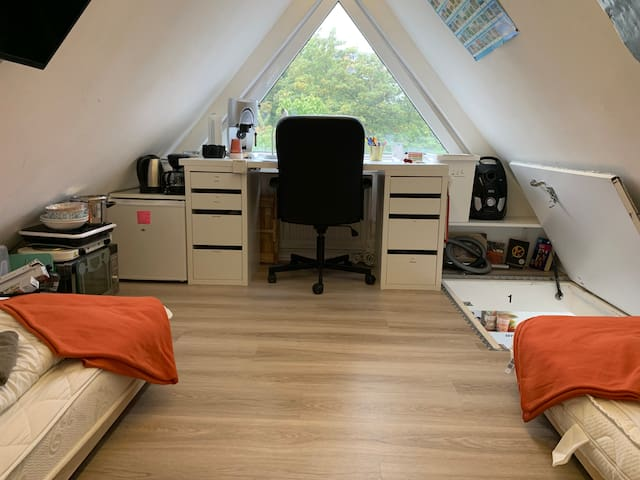 Small,smart, cocy room, privat -access + -bathroom