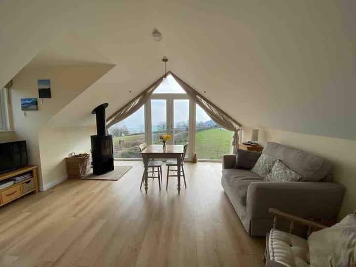 The Loft - Window on the Severn