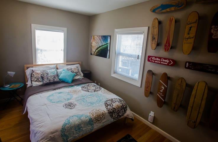 Queen size comfy bedroom